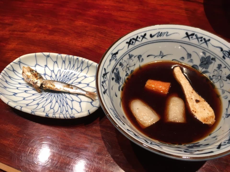 味噌汁(自家製の味噌、大根、人参、里芋、ヤーコンの素揚げ) メザシ
